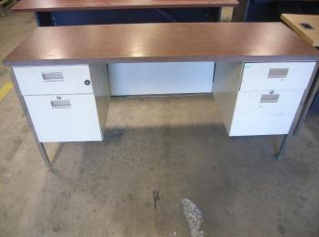 6 Metal Desks With Wood Tops Two Of The Have Drawers May Some Scratches Or Dents Gl Will Tailgate Load